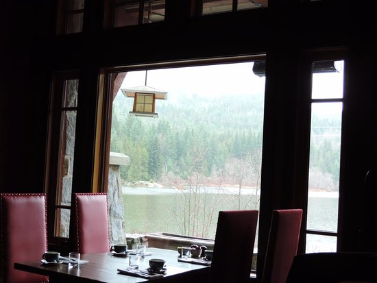 Aura Restaurant: Views of Nita Lake from your table