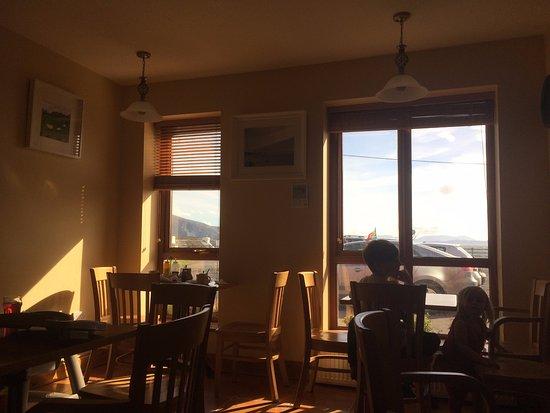 Dooagh, Irlanda: チップス窓際の席がオススメ