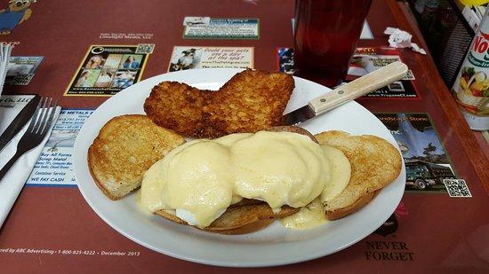 Enfield, CT : Eggs Benedict
