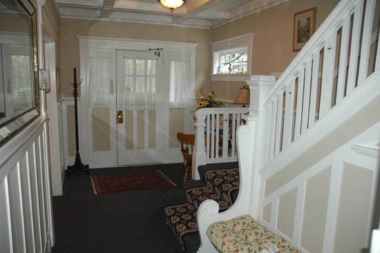 Cambie Lodge Bed & Breakfast: Entrance
