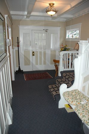 Cambie Lodge Bed & Breakfast: Hall way