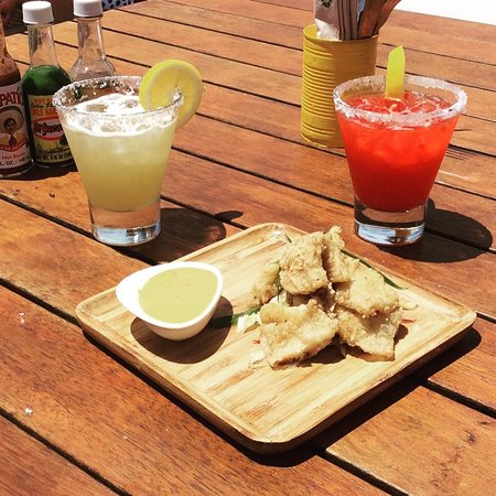 Ohope, Nova Zelândia: Chili salt squid and margaritas on the deck