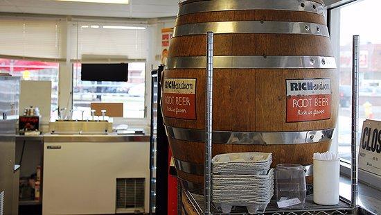 Elmhurst, IL: Famous Richardson Root Beer Barrell