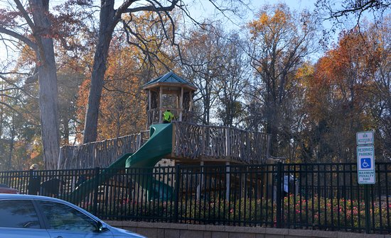 Belmont, Carolina del Norte: Secure, Fenced In Play Area for Kids