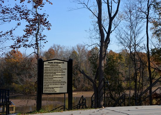Belmont, Carolina del Norte: Park Rules and Path to Observation Deck
