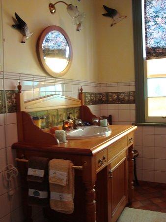Russell, Yeni Zelanda: Wash stand in the Garden Suite