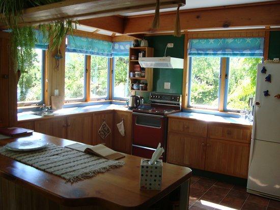 Ounuwhao Harding House: The cottage kitcen area