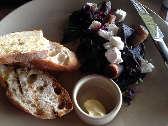 Wembley Downs, Αυστραλία: Field Mushrooms, feta cheese, wilted spinach with sourdough bread