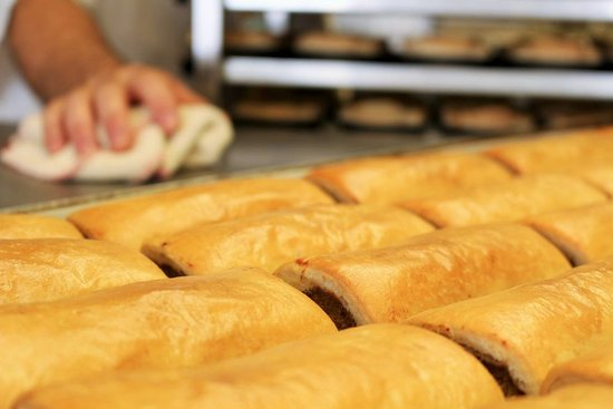 Nowra, Australien: Vince and John lovingly bake our pastries fresh every morning.