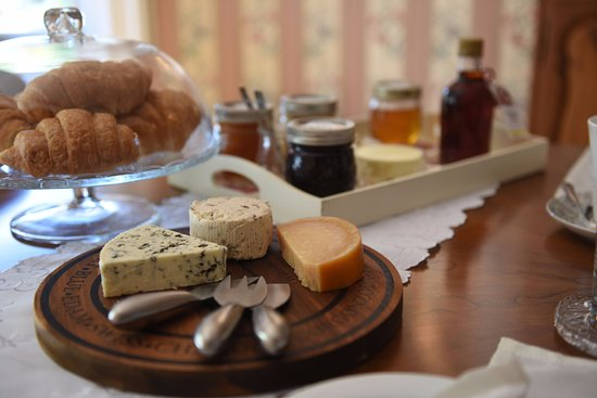 Woodstock, Canadá: We offer a variety of hand-crafted cheese. Our ingredients are sourced locally as much as possib