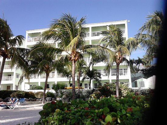 Coconut Court Beach Hotel: Hotel from the beach