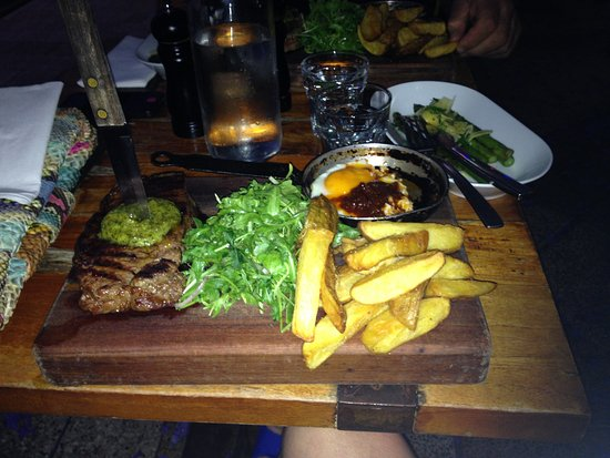 The Partisan: Steak with chips, side dish of asparagus