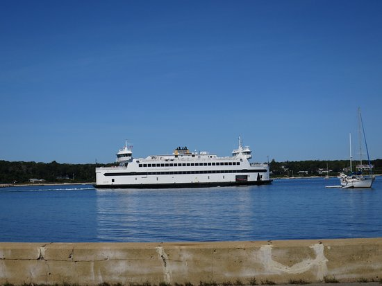 Woods Hole, MA: Ferry leaving Vineyard Haven