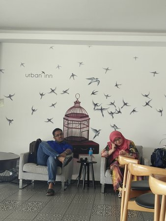 Kulim, Malezja: The waiting area at the lobby...they also have nice art walls all around the hotel