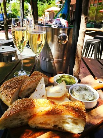 Bassendean, Αυστραλία: Dips and bubbly