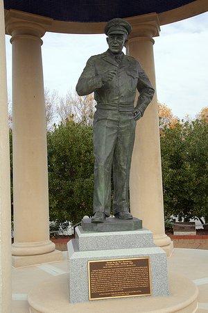 Bedford, Вирджиния: The Eisenhower Memorial