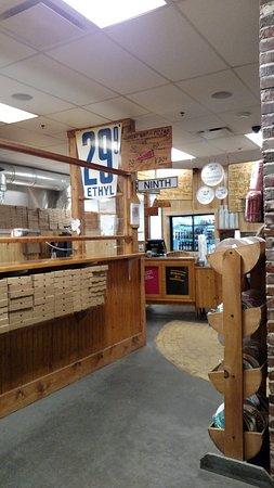 Columbia, MO: Counter and menus