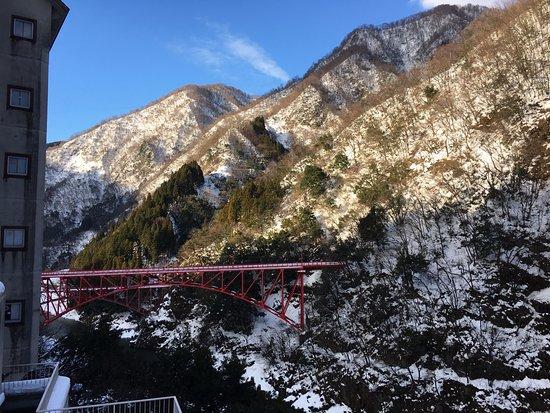 Kurobe, اليابان: 紅色的鐵橋