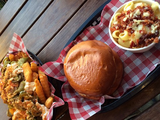 Frankston, Avustralya: Taco fries, the social burger and mac 'n' cheese with bacon
