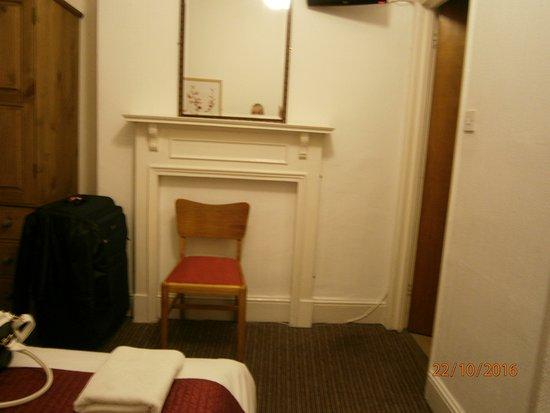 St. Athans Hotel: Double room w/toilet, sink basin & shower on right.