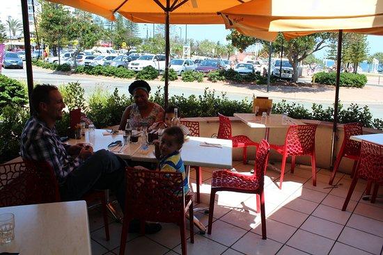 Caloundra, أستراليا: Small outdoor dining area