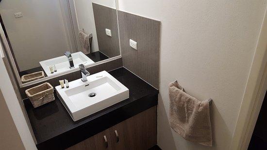 Corowa, Australia: Modern fittings including the toilet and shower