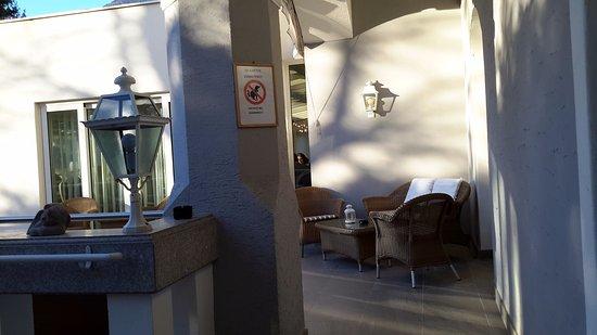 Una delle terrazze esterne - Foto di Hotel Meranerhof, Merano ...