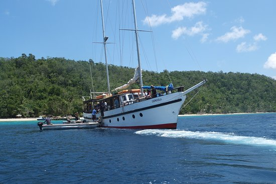 South Pacific Cruises - Coongoola Day Cruise: The Coongoola boat