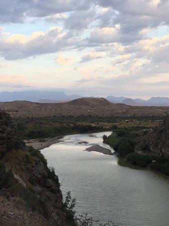 อัลไพน์, เท็กซัส: Divisa com o México - Rio Grande