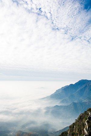 Jiujiang, الصين: Views from one of the peaks