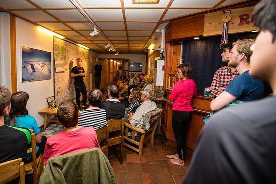 STF Sylarna Mountain Lodge : Kartkvarten med STFs guide