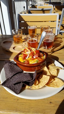 Topsham, ME: chilli and taster flight