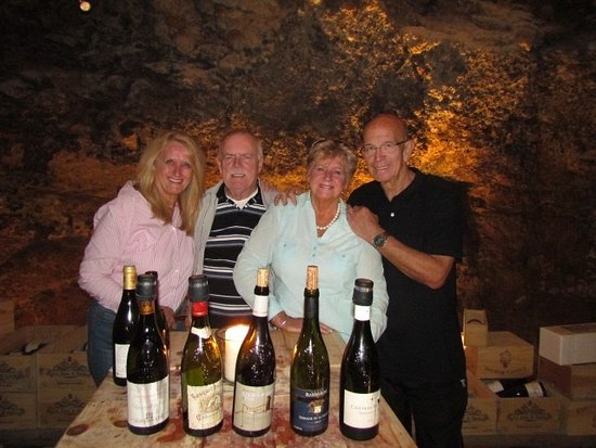 Chateauneuf-du-Pape, Francia: Wine tasting Les Caves st Charles with family from South Africa