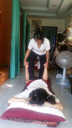 Choeng Thale, Thailand: Sometimes Ashara massage is very busy! That's because the service is fantastic and it's great va