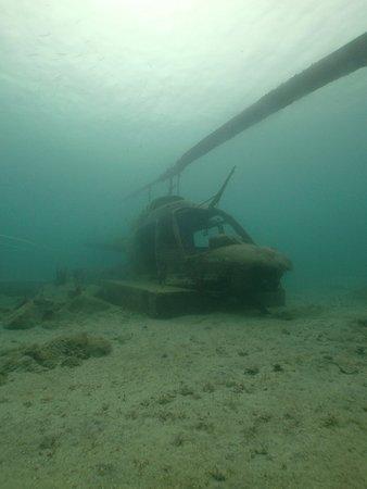 Simpson Bay, St. Maarten/St. Martin: Helicoptor wreck at Little Bay