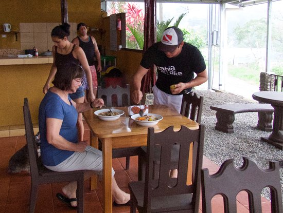 Cabinas Pura Vida: to compensate for the bad weather, host Norlyng offers a typical Costa Rica soup