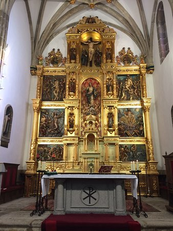 Miraflores de la Sierra, Spain: Preciosa iglesia. El retablo es espectacular.