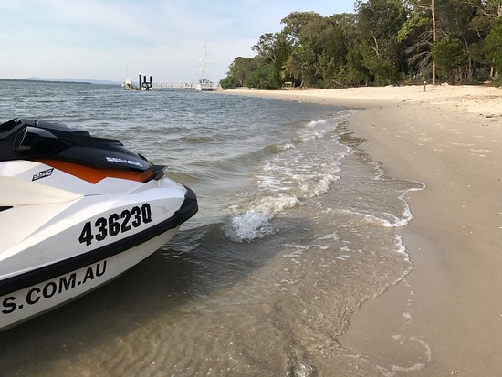 Main Beach, Australien: Jetski parked up