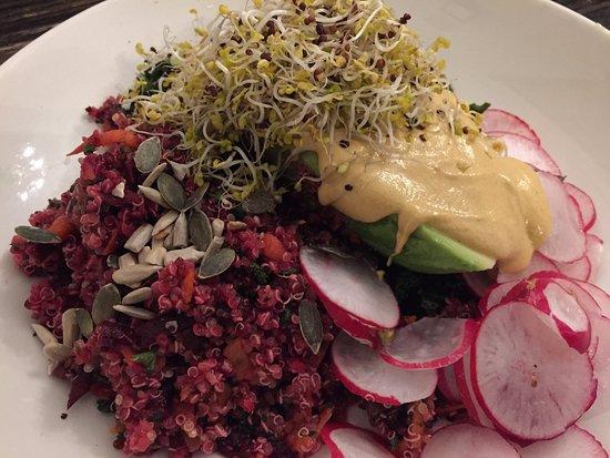 Mildreds: Salade quinoa & houmous