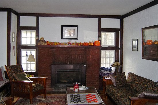 Woodstock, Nueva Hampshire: Common room with gas fireplace.