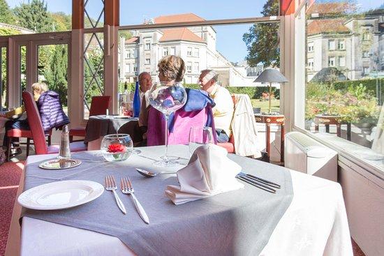 Restaurant le jardin d 39 hiver dans plombieres les bains for Restaurant avec jardin dans le 92