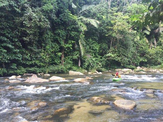 Kulim, Malezja: Kayaking in the waterfall