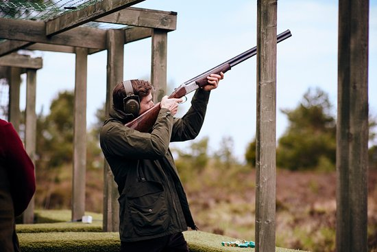 Auchterarder, UK: Enjoying a shooting lesson at Gleneagles