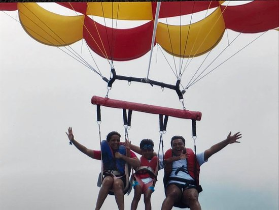 Tanjung Benoa, Indonesia: Up In the Air..........loved it