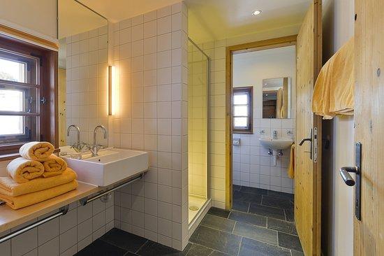 Tschagguns, Austria: Dusche/WC mit Fußbodenheizung im Maisäss Matschwitz