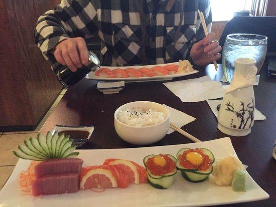 Glen Allen, VA: Delicious ikura with quail egg sashimi and very nice toro too.