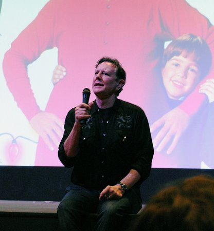 Batesville, AR: Judge Reinhold appearance during showing of The Santa Clause
