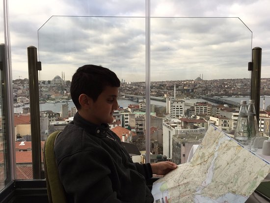 Anemon Galata: Habib reviewing our daily walk plan before leaving the hotel