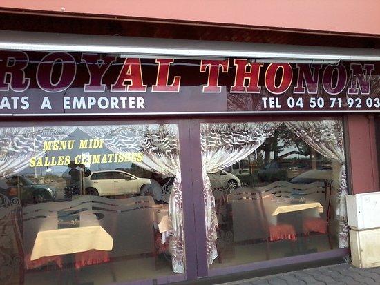 vitrine du restaurant photo de royal thonon thonon les. Black Bedroom Furniture Sets. Home Design Ideas