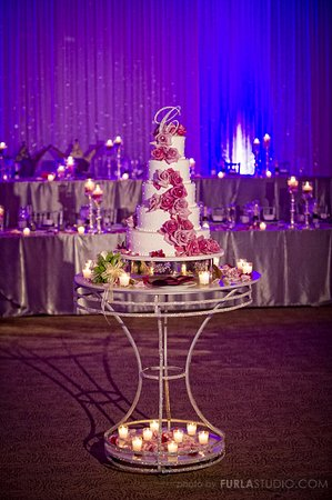 Elk Grove Village, IL: Wedding Cake